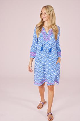 Kleid mit weiten Ärmeln und Kordeln an Ausschnitt